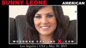 Vea nuestro video casting de Sunny Leone.  Erótico reunión beween Pierre Woodman y Leone Sunny, una chica americana.